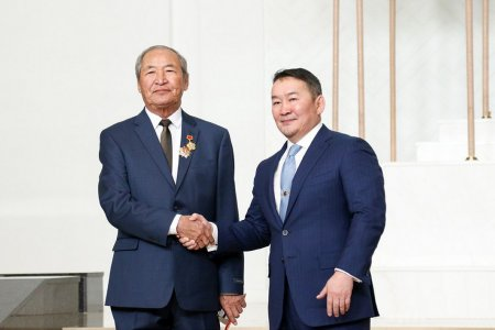 "SENIOR CONSULTANT OF ""MONGOLIAN COPPER CORPORATION"" MR.KHURTS CH WAS AWARDED AS ""HERO OF LABOR"""